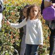 Halle Berry va chercher sa fille Nahla à l'école à Los Angeles, le 25 février 2013. La petite fille de 4 ans semble très heureuse de sortir de l'école.