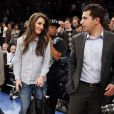 Katie Holmes en mystérieuse compagnie au match des New York Knicks contre les Golden State Warriors au Madison Square Garden à New York, le 27 février 2013.