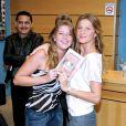 Les soeurs jumelles Gisele et Patricia Bündchen le 7 octobre 2005 à Sao Paulo.