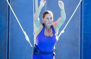 Nicole Eggert d'Alerte à Malibu a pris du poids, mais plonge vaillamment