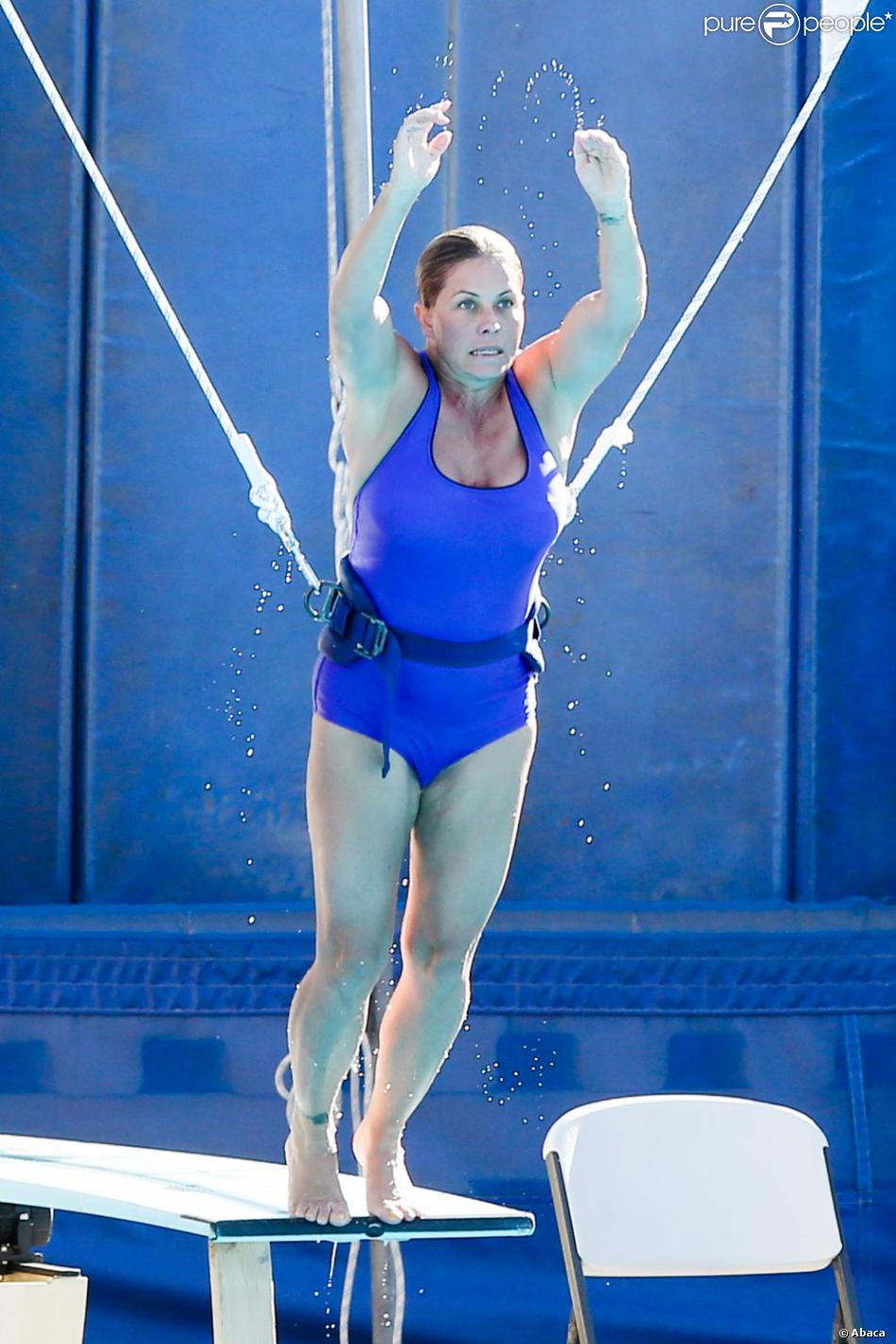 Nicole Eggert, l'ex naïade d'Alerte à Malibu lors d'en entraînement avant le début de l'émission Splash !, le 1er mars à Los Angeles