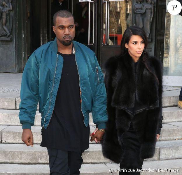 Kim Kardashian, enceinte, et son compagnon Kanye West dans les rues de Paris. Le 4 mars 2013.