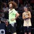 Redfoo lors d'un match exhibition face à Serena Williams après avoir pris la place de sa compagne Victoria Azarenka lors du BNP Paribas Showdown au Madison Square Garden de New York le 4 mars 2013