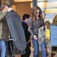 Julia Roberts avec son mari Danny Moder quittant le magasin Barney's à Los Angeles le 7 mars 2013