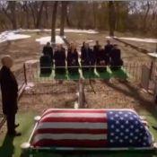 Dallas : Le cultissime J.R. Ewing (Larry Hagman), assassiné et enterré