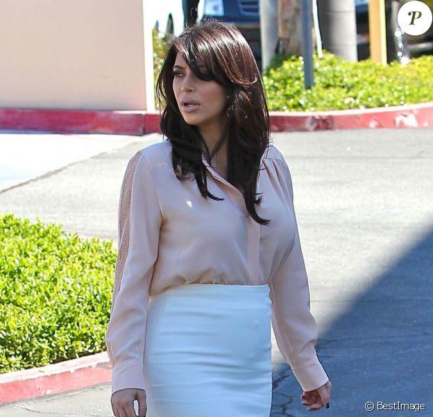 Kim Kardashian très élégante en mars 2013 à Los Angeles