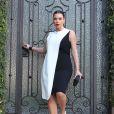 Kim Kardashian sensuelle et chic dans une robe Cédric Charlier à Los Angeles en février 2013