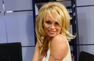 Pamela Anderson : Très décolletée pour dévoiler son secret de beauté...