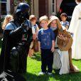 Tori Spelling a organisé une fête costumée dans le thème Star Wars pour les 6 ans de son fils Liam (au centre), à Los Angeles, le 16 mars 2013.