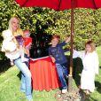 Tori Spelling, ici avec Hattie, Stella et Finn, a organisé une fête costumée dans le thème Star Wars pour les six ans de son fils Liam (au centre), à Los Angeles, le 16 mars 2013.