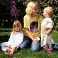 Tori Spelling (ici avec ses filles Stella et Hattie) a organisé une fête costumée dans le thème Star Wars pour les six ans de son fils Liam, à Los Angeles, le 16 mars 2013.