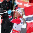 Le roi Harald V de Norvège et la reine Sonja ont fait un triomphe à la Norvégienne Therese Johaug, victorieuse du 30 km libre à Holmenkollen (Oslo) le 17 mars 2012.