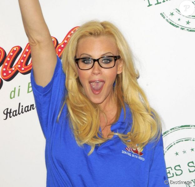 La délurée Jenny McCarthy au National Ravioli Day Pasta Eating Contest à New York, le 20 mars 2013.