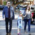 Ben Affleck et Jennifer Garner en compagnie de leur fille Violet dans les rues de Brentwood, le 21 mars 2013.