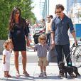 Matthew McConaughey avec sa femme Camila Alves, enceinte, et leurs enfants Levi et Vida, à New York, le 26 août 2012.