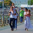 Matthew McConaughey et sa femme Camila Alves, enceinte, avec ses enfants Levi et Vida, à New York le 22 juillet 2012.