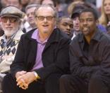 Jack Nicholson, Lou Adler et Chris Rock regardent le match des Los Angeles Lakers, le 28 janvier 2005.
