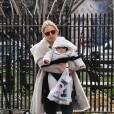 Sienna Miller et sa fille Marlowe dans les rues de Manhattan à New York, le 22 mars 2013.