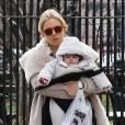 Sienna Miller et sa fille Marlowe se promènent dans les rues de Manhattan à New York, le 22 mars 2013.