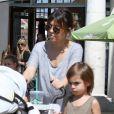Kourtney Kardashian, Scott Disick et leurs enfants Mason et Penelope vont déjeuner à Calabasas le 16 mars 2013.