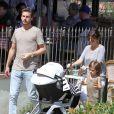 Kourtney Kardashian, Scott Disick avec leurs enfants Mason et Penelope à Calabasas le 16 mars 2013.