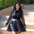 Kim Kardashian, enceinte, quitte sa maison à Beverly Hills. Le 28 mars 2013.