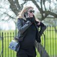 La superbe Lara Stone, enceinte de son premier enfant, fait une balade dans un parc de Londres, dans le quartier cosy de Primrose Hill le 2 avril 2013.