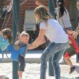 Hilary Duff emmène son fils Luca au parc à Beverly Hills, le 2 avril 2013. Luca a joué au hockey, a fait de la balançoire et du toboggan.