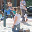 Hilary Duff emmène son petit Luca au parc à Beverly Hills, le 2 avril 2013. Luca a joué au hockey, a fait de la balançoire et du toboggan.