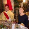 Valérie Trierweiler lors d'un dîner d'Etat au Palais Royal de Casablanca avec François Hollande, le roi Mohammed VI et la princesse Lalla Salma le 3 avril 2013.