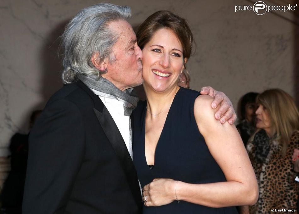 Maud Fontenoy et Alain Delon à Paris le 9 avril 2013 à l'occasion de son gala annuel donné en l'honneur de sa fondation à l'hôtel de la Marine