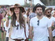 Alessandra Ambrosio : Hippie sexy en microshort et amoureuse à Coachella