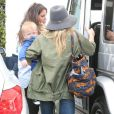 """Hilary Duff va faire du shopping avec son fils Luca à West Hollywood, le 15 avril 2013."""