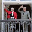 La reine et le prince consort Henrik. La reine Margrethe II de Danemark célébrait le 16 avril 2013 son 73e anniversaire au balcon du palais Christian IX à Amalienborg, Copenhague, entourée de sa famille.