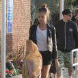 Nicole Richie, suivie par son époux Joel Madden et leurs deux enfants Harlow et Sparrow à Los Angeles. Le 16 avril 2013.