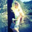Kesha, très sexy, pose sur Instagram, avril 2013.