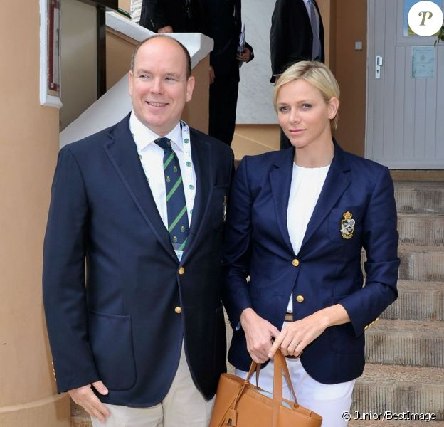 La princesse Charlene de Monaco, très stylée, accompagnait le 20 avril 2013 le prince Albert au Masters de Monte-Carlo à l'occasion des demi-finales du tournoi, opposant Nadal à Tsonga, et Djokovic à Fognini.