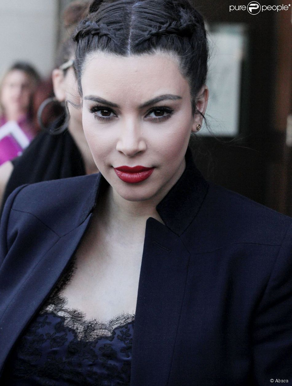 Kim Kardashian très apprêtée le 18 avril 2013 à Beverly Hills