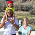 Kendra Wilkinson, Hank Baskett et leur fils dans un parc de Calabasas le 16 mars 2013.
