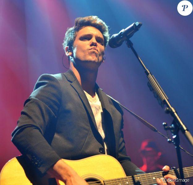 Le chanteur suisse Bastian Baker en concert à l'Olympia à Paris, le 24 avril 2013.