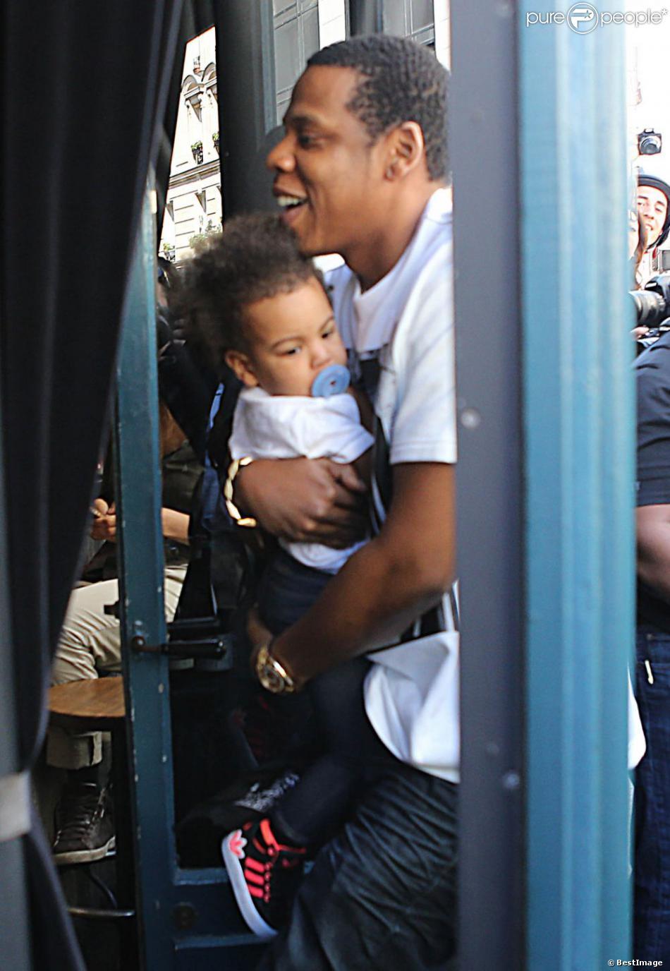 Jay Z, Beyoncé et leur fille Blue Ivy sont allés déjeuner au restaurant Septime à Paris. Le 25 avril 2013