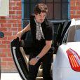 L'acteur anglais Orlando Bloom et Miranda Kerr emmènent leur fils Flynn dans un centre de jeux à West Hollywood, Los Angeles, le 25 avril 2013.