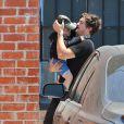 Orlando Bloom et Miranda Kerr emmènent leur fils Flynn dans un centre de jeux à West Hollywood, Los Angeles, le 25 avril 2013.