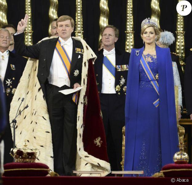 Le roi Willem-Alexander des Pays-Bas, intronisé au matin du 30 avril 2013 lors de l'abdication de sa mère la princesse Beatrix, se présentait avec son épouse la reine Maxima dans l'après-midi devant les Etats Généraux en la Nouvelle Eglise d'Amsterdam pour prêter serment et recevoir les serments d'allégeance.