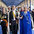 Le roi Willem-Alexander des Pays-Bas arrivant à la Nieuwe Kerk avec son épouse la reine Maxima. Intronisé au matin du 30 avril 2013 lors de l'abdication de sa mère la princesse Beatrix, le roi se présentait dans l'après-midi devant les Etats Généraux en la Nouvelle Eglise d'Amsterdam pour prêter serment et recevoir les serments d'allégeance.