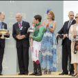 Le prince Karim Aga Khan avec son fils le prince Rahim et sa fille la princesse Zahra lors du Prix de Diane à l'hippodrome de Chantilly en juin 2008