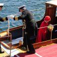 La reine Margrethe II de Danemark et le prince Henrik ont embarqué à bord du yacht royal, le Dannebrog, le 3 mai 2013 à Copenhague, marquant le coup d'envoi de leur tournée estivale annuelle. Premier arrêt : Helsingor.