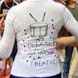Helen Mirren s'explique le 6 mai 2013 sur son coup de colère : elle a demandé la veille à des joueurs de tambours le silence, alors qu'elle jouait une pièce dans un théâtre juste à côté
