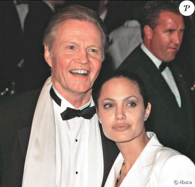 """""""File picture dated 25/03/2001 of US actor Jon Voight et sa fille Angelina Jolie, le 25 mars 2001"""