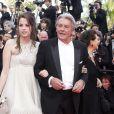 Anouchka et son père Alain Delon, Claudia Cardinale, montée des marches du Festival de Cannes, le 14 mai 2010.